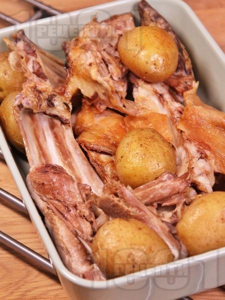 Лесно печено великденско агнешко месо на фурна с картофи  - снимка на рецептата
